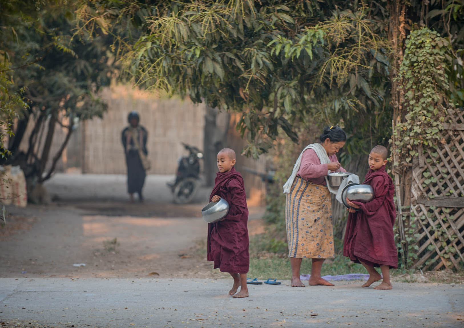 Bagan - magia świątyń. Mnisi