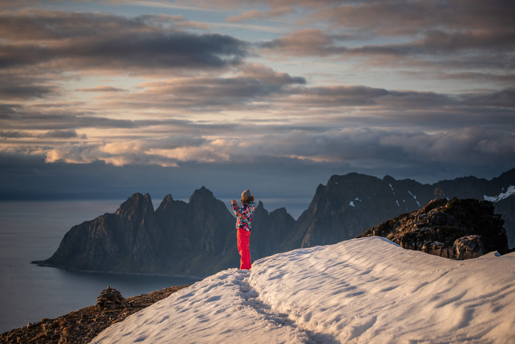 Asia by Matejko na szczycie Husfjellet. Z widokiem na zęby diabła