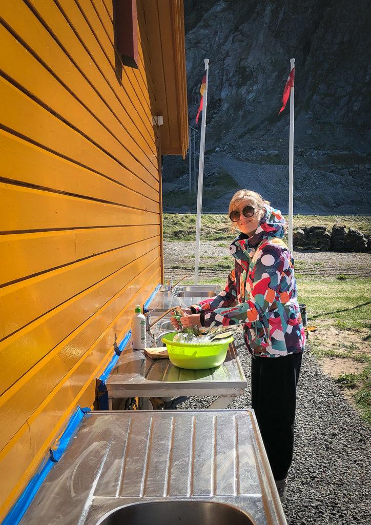 zmywanie naczyń w Norwegii - Asia by Matejko
